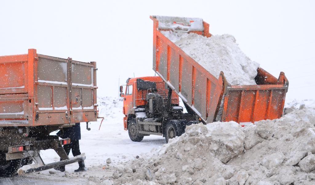 Нижний Новгород борется сналедью натротуарах