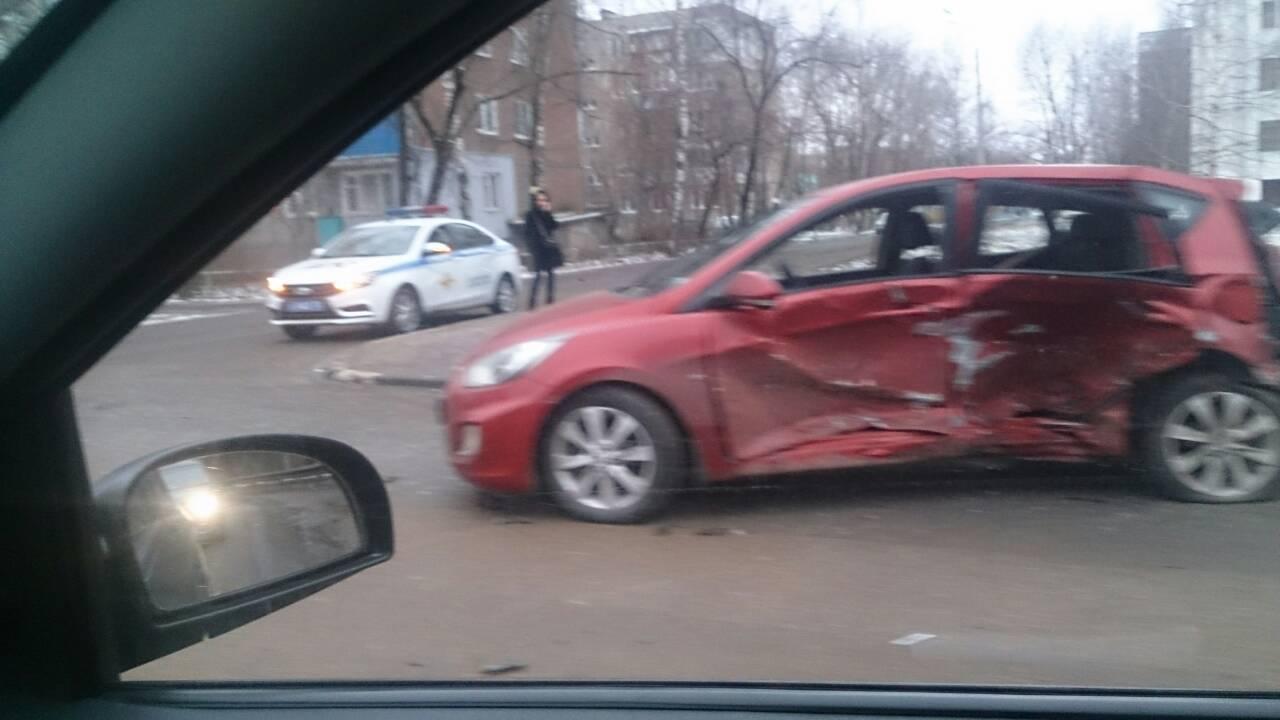 Три человека пострадали врезультате дорожно-траспортного происшествия наулице Циолковского